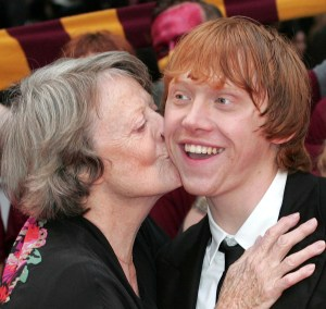 maggie+smith+kissing+rupert+grint+2